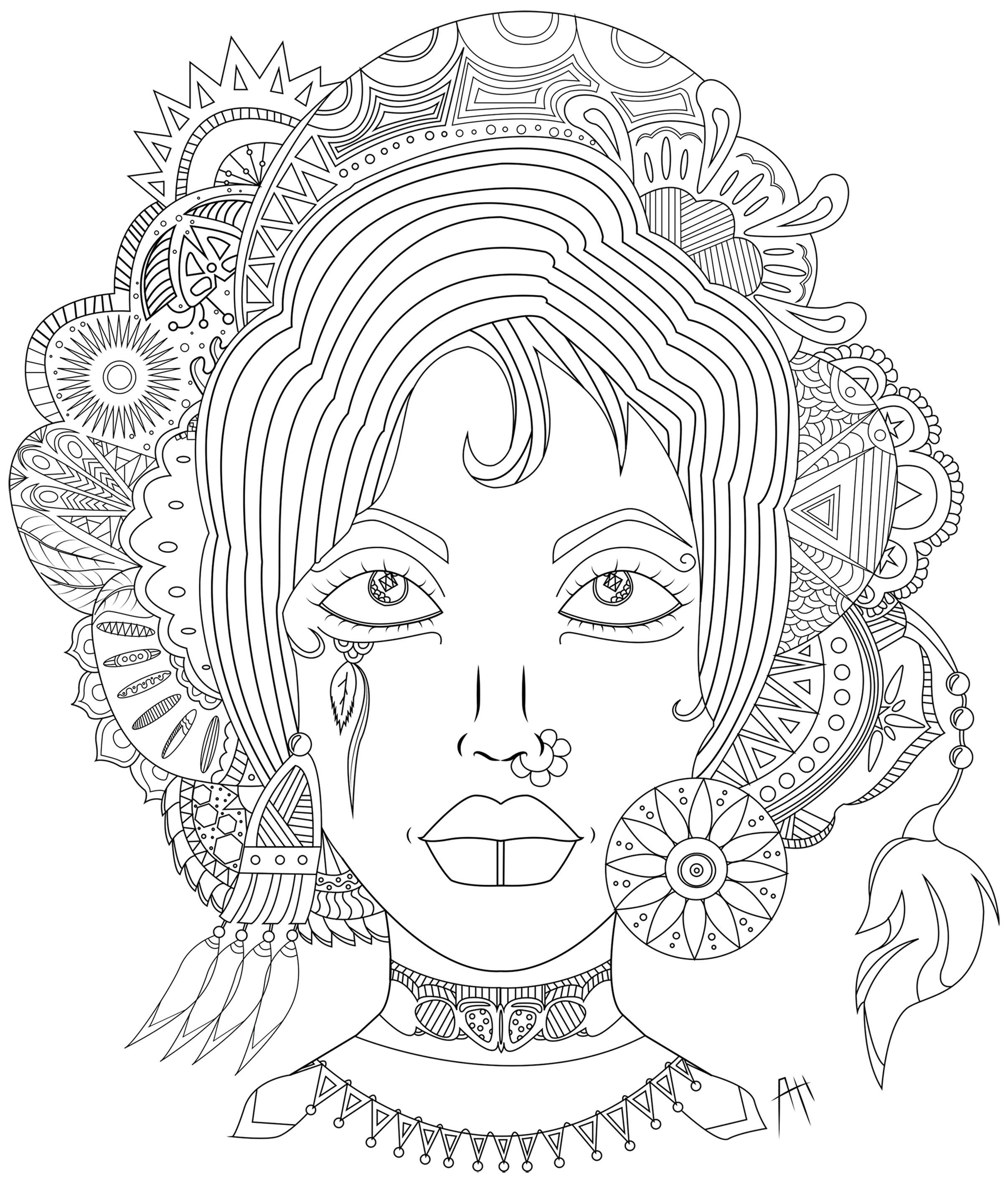 Élégante femme entourée de plusieurs Mandala et plumes