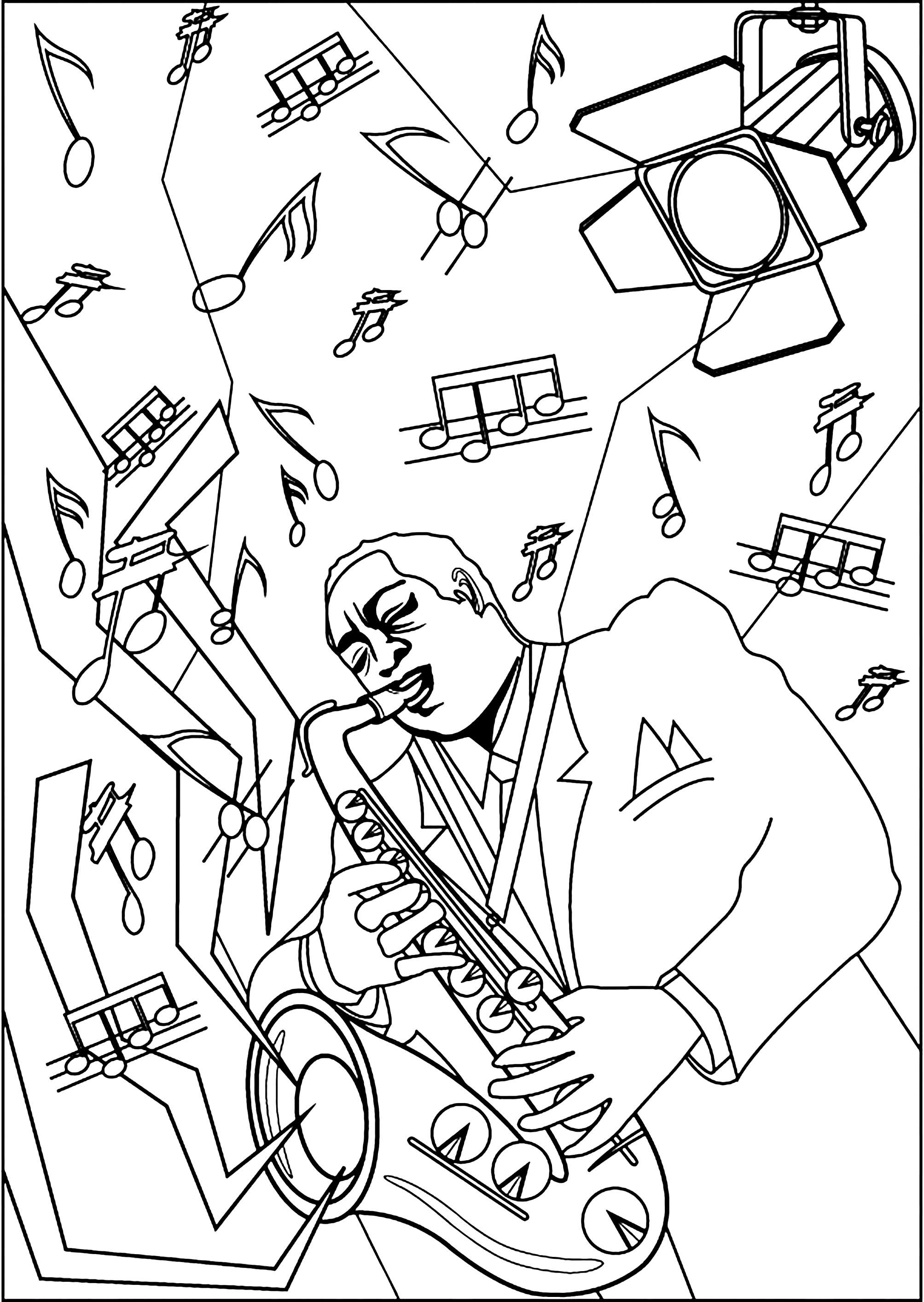 Musicien jouant du saxophone sur une scène illuminée par un projecteur lumineux