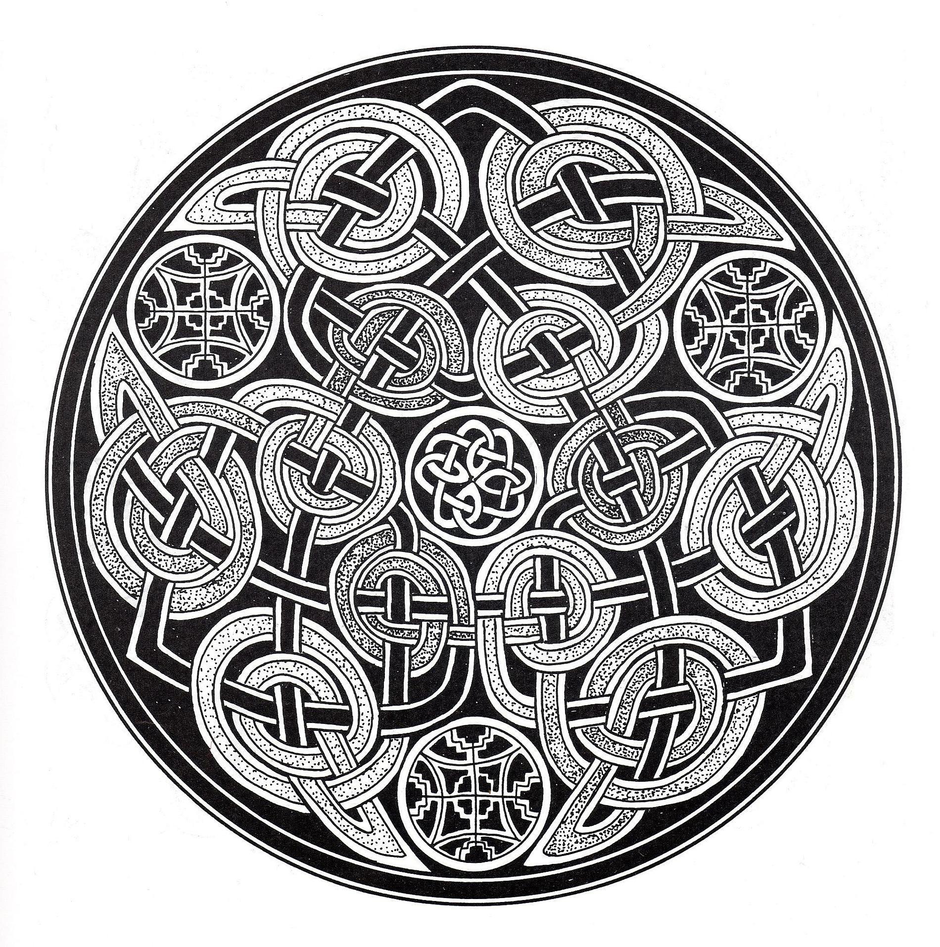Art celtique : éléments entrelacés dans un dessin circulaire sombre