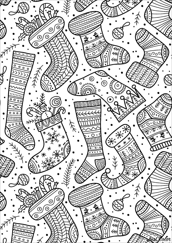De bien belles chaussettes prêtes à accueillir les cadeaux du Père Noël