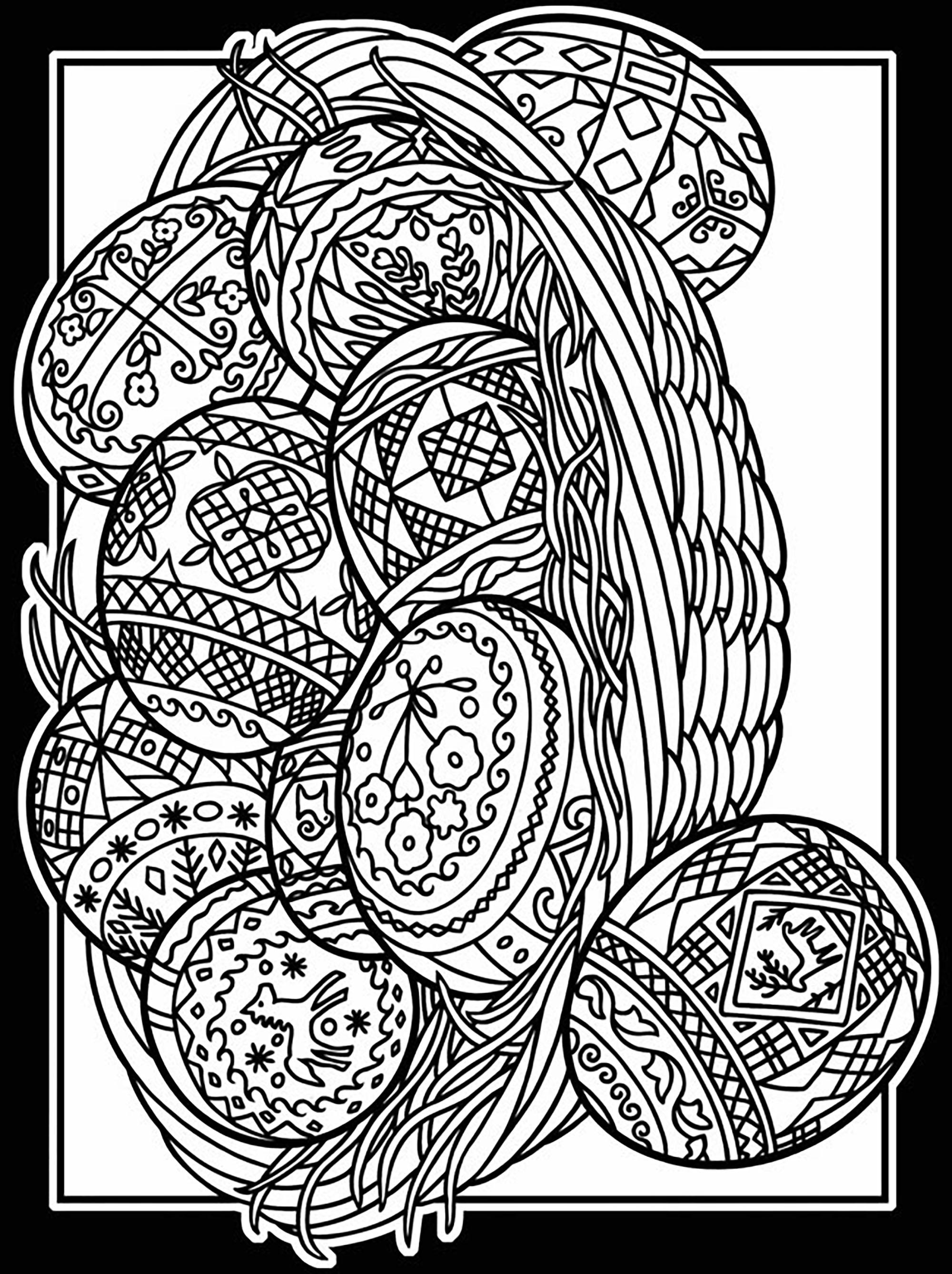 Oeuf de Pâques avec nombreux motifs élégants