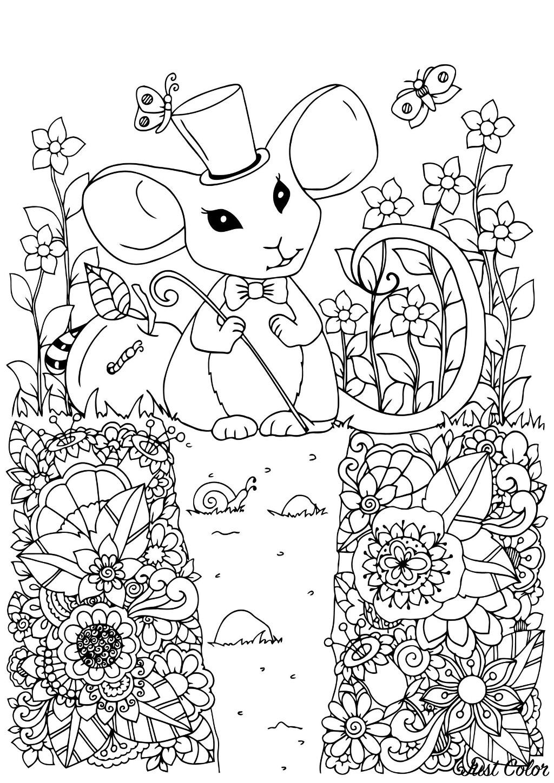 Adorable souris avec son chapeau de magicienne dans un jardin fleuri