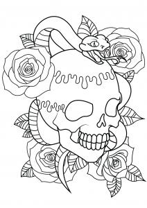 Tatouage : crâne, serpent et roses