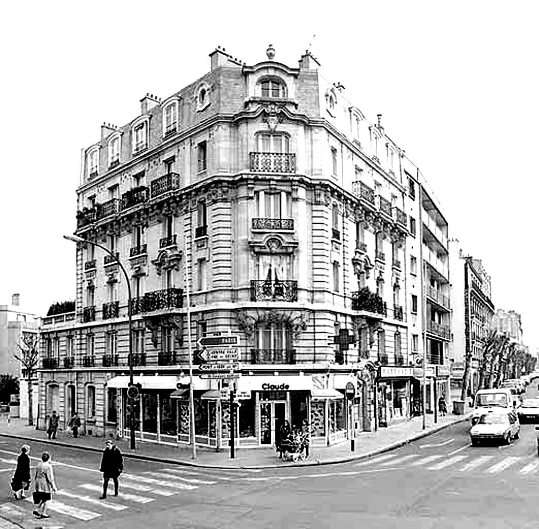 Buildings typical of Haussmann architect, in Paris : these pictures in black and white have an accented contrast