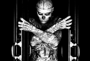 Rick Genest : arms crossed