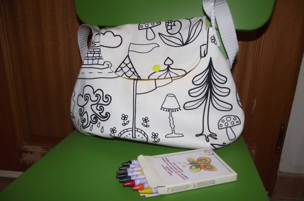sacs-enfants-petit-sac-a-colorier-crayons-text-6506185-sac-2-1-e8edc-aa095_big